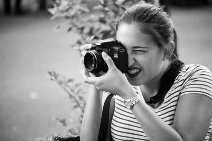 Me using my Canon 550D DSLR. Photograph by Francis Gorrez (https://plus.google.com/+FrancisGorrez/)